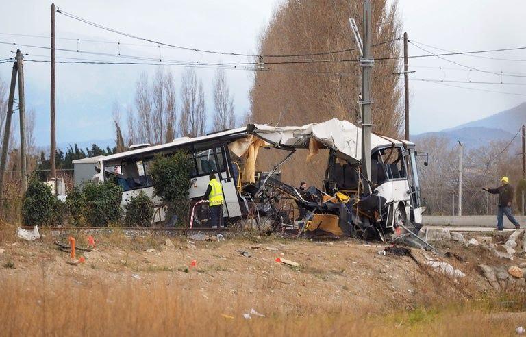 La carcasse du bus accidenté à Millas, vendredi 15 décembre.