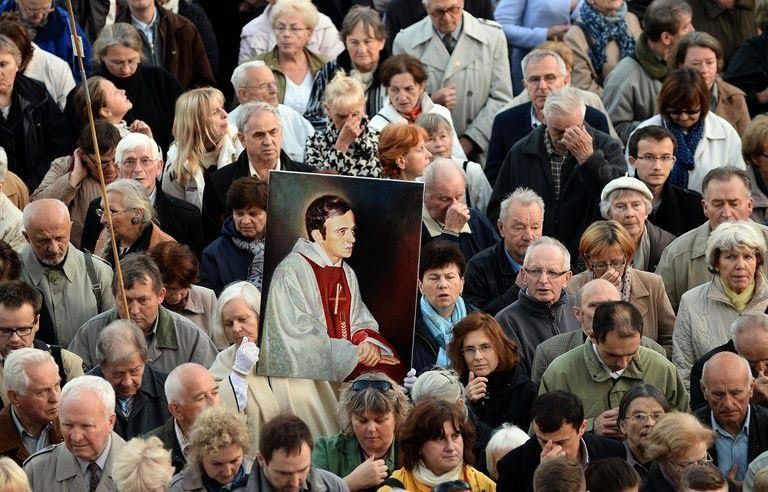 Le prêtre Jerzy Popieluszko pourrait être canonisé après un cas de guérison spectaculaire à Créteil.